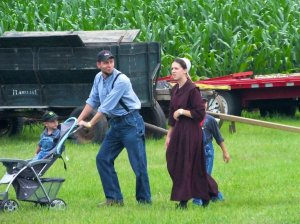 thresher_days_people__12__amish_family_by_stillphototheater-d7qwkrb